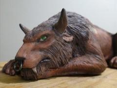 Une superbe sculpture d'un druide tauren félin par Kookabura