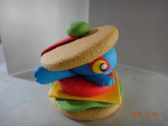 Un hamburger au murloc... en pâte à modeler